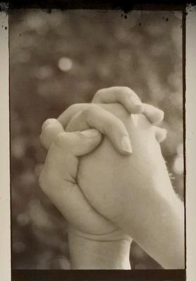 Da túa man dereita á miña man esquerda